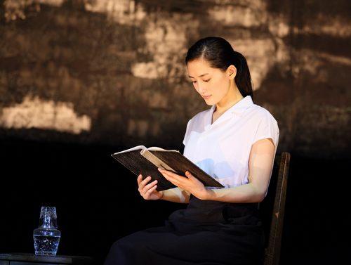 綾瀬はるか、是枝監督と「いしぶみ」 8月6日の広島を朗読で伝える