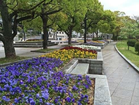 花壇が美しい広島市内の風景