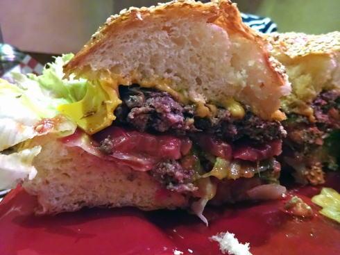 ブギーバンズ 巨大ハンバーガー カット面2