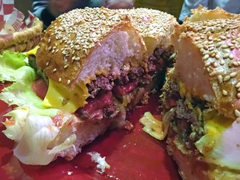 ブギーバンズ 巨大ハンバーガー カット面1