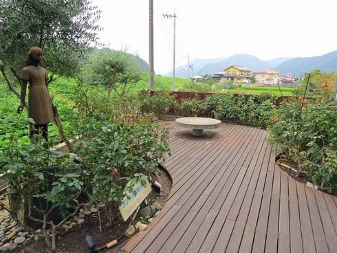 ホロコースト記念館 アンネの形見のバラ園
