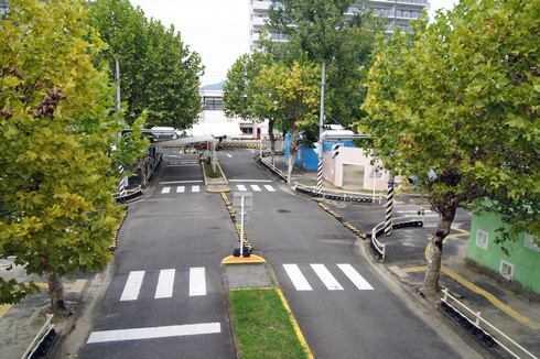大芝公園 交通ランド、横断歩道や信号機も