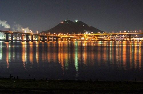 海田大橋&広島大橋の夜景、海上でクロスする橋の風景が美しい
