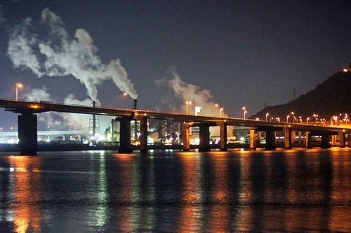 海田大橋と広島大橋、仁保ジャンクションの夜景