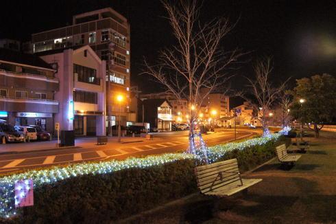尾道駅前 緑地帯 ライトアップ
