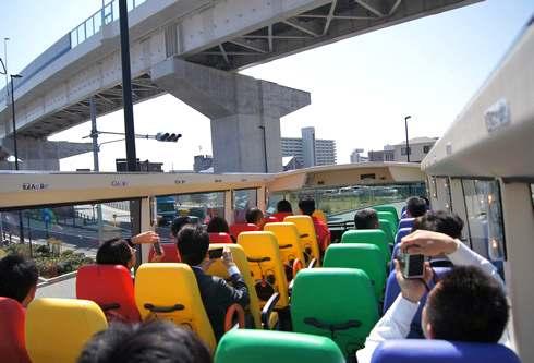 2階建てオープンバスで広島のイルミネーションを眺めるコース、冬季限定で