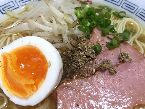 豊島タチウオしおラーメン 海鮮スパイスかけてみた