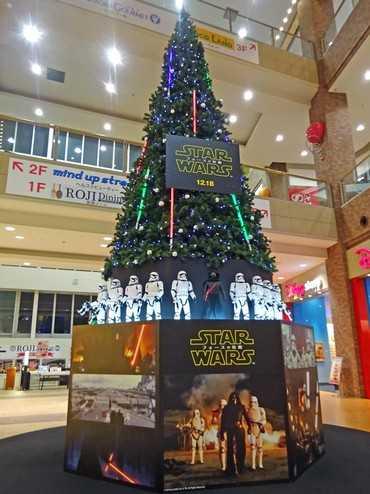 スターウォーズのクリスマスツリー、イオンモール広島府中で