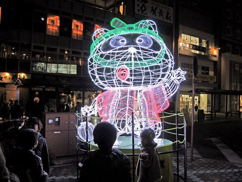 冬季限定キラキラのん太、JR西条駅前に登場