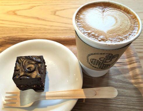福山のコーヒー店 エクストラクターズコーヒー バイ ノックワイ チョコケーキ