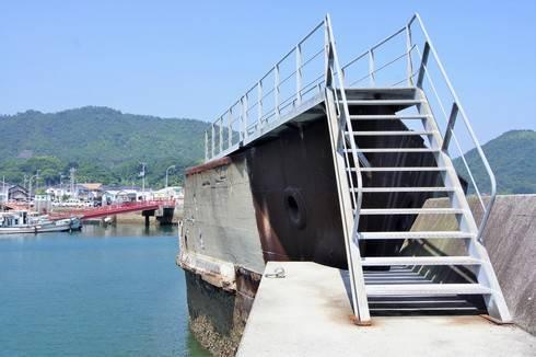 第2武智丸の船首を灯台側から見た様子