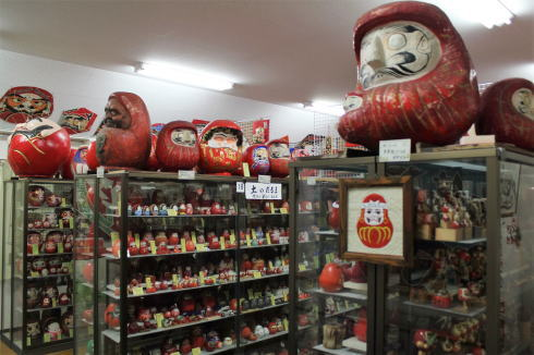 三原・達磨記念堂、極楽寺に7000体のダルマコレクション!