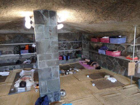竹原・岩風呂の休憩室