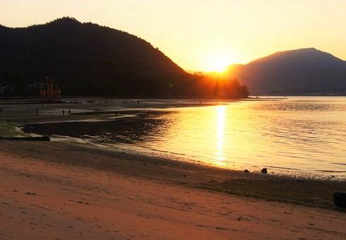 宮島の夕暮れが美しい風景