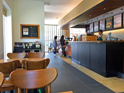 小谷SAのスターバックスコーヒー店内