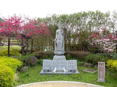 平和の園 石像の写真