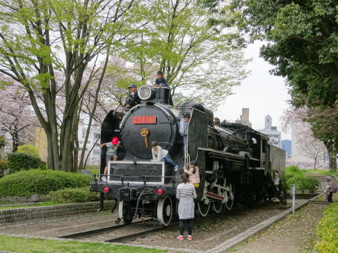 広島市こども文化科学館 の外には機関車