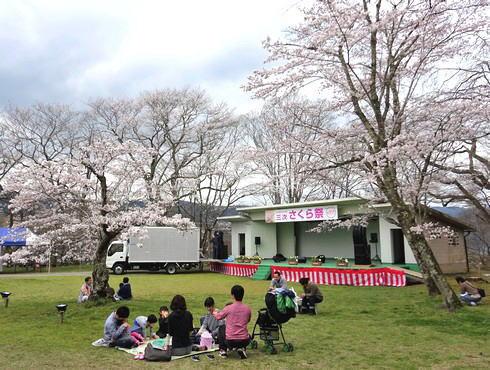 尾関山公園 芝生広場