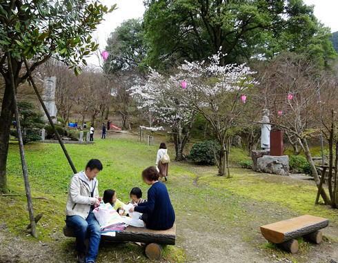 尾関山公園 入口付近はあまり桜はない