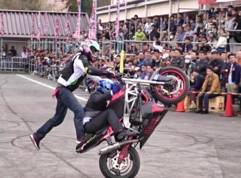 車輪村 エクストリームバイクショーの様子2