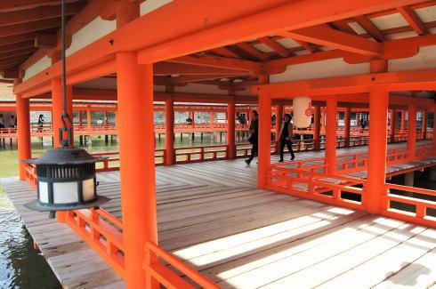 厳島神社 朱塗りの回廊