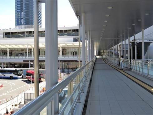 広島駅北口、ペデストリアンデッキの様子