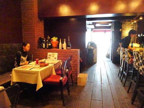 広島市 並木通りバルバニーカフェ 店内の様子2