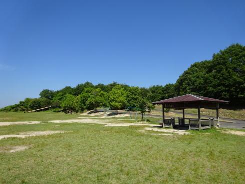 広島県立中央森林公園 ピクニック広場に遊具も