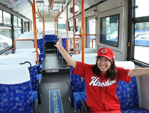 カープ女子も乗りたくなる、広島カープ応援ラッピングバス