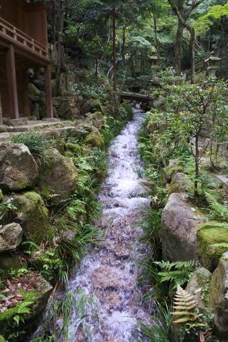 三瀧寺 境内の水の流れ2