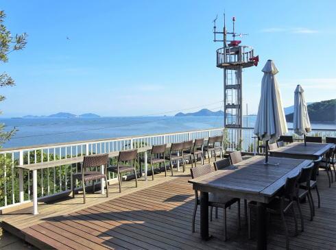 福山市 たかの巣カフェ テラス席の風景