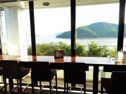 福山市 たかの巣カフェ 窓辺の様子