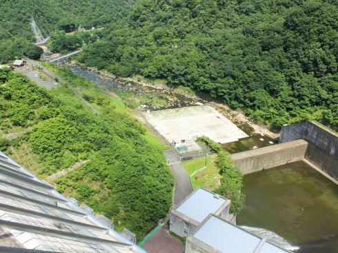 八田原ダム から見る府中側