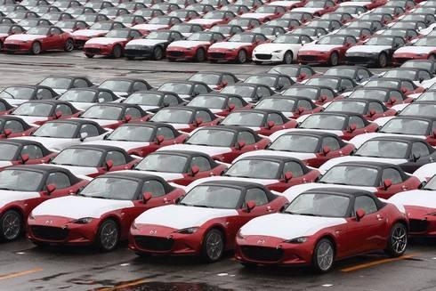 マツダ 宇品工場に並ぶ新車たち
