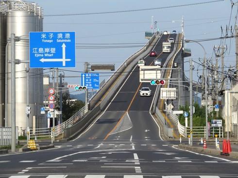 ダイハツCM「ベタ踏み坂」こと、江島大橋