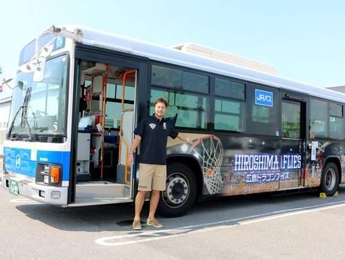 広島ドラゴンフライズ応援ラッピングバス
