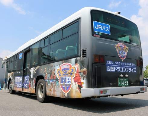 広島ドラゴンフライズ応援ラッピングバス 後部デザイン