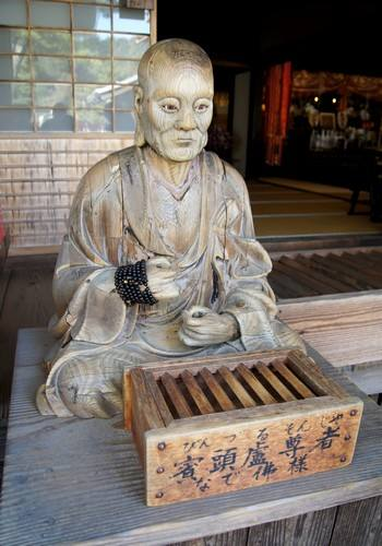大願寺になで仏