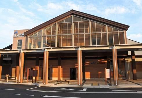 新しくなったJR廿日市駅、木をふんだんに使用した明るい駅舎