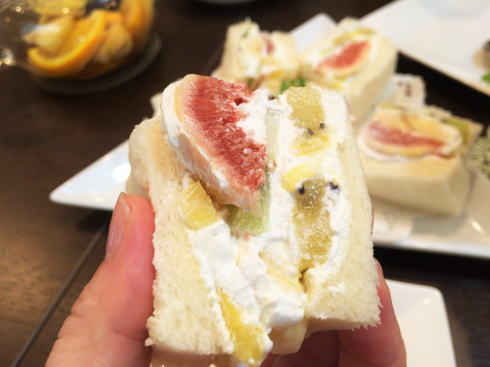 フルーツとカフェ メルシィ フルーツサンドイッチ3