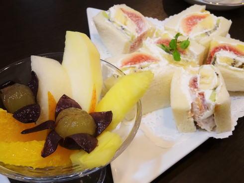 フルーツとカフェ メルシィ フルーツサンドイッチ