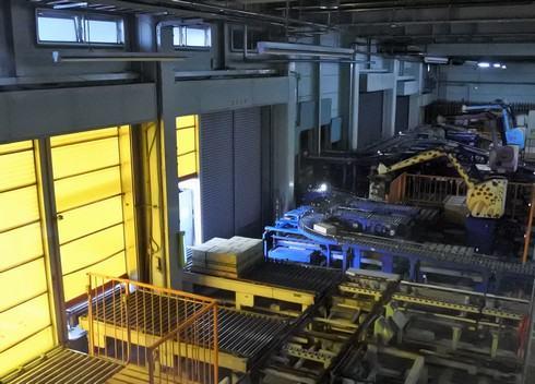 オタフクソース工場見学、出荷場の様子