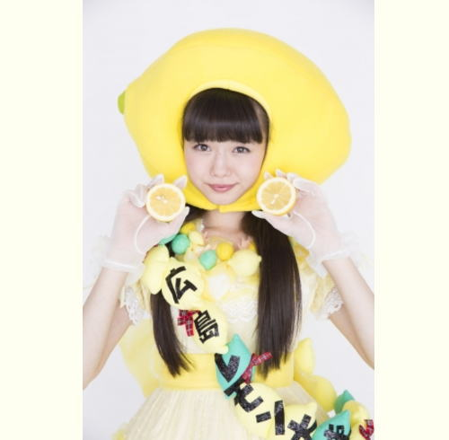 カープ日本一で鏡割りも!NMB市川美織がTAUで広島レモントークショー