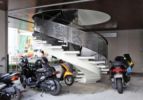 まるめん 本店、螺旋階段をのぼって2階へ