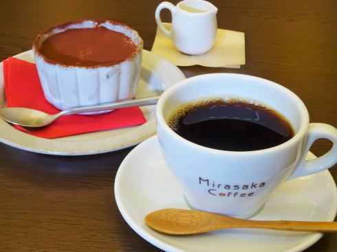 Mirasaka Coffee(ミラサカコーヒー) コーヒーとティラミス