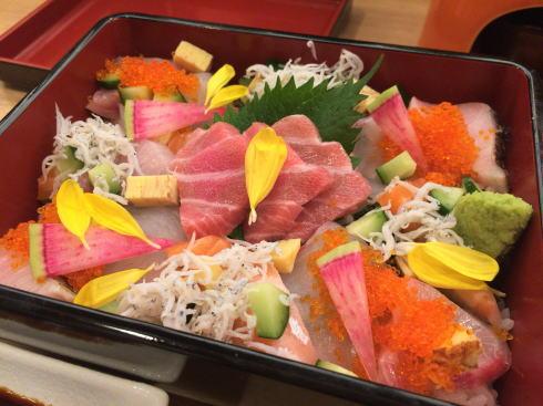 横川駅 楽多来屋(らくたきや) 海鮮ちらし玉手箱