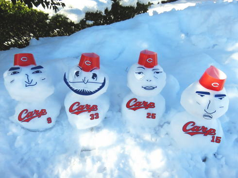 カープ雪だるまが可愛い!雪と一緒にカープ愛も積もった、広島の街の風景