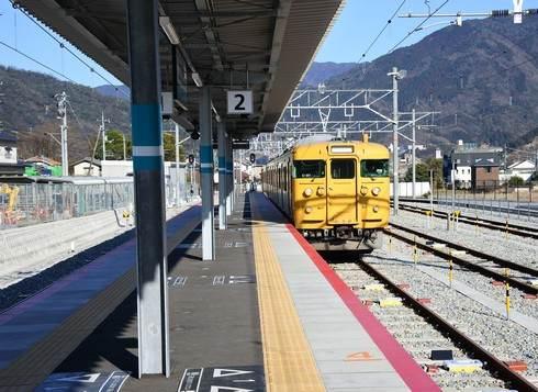 あき亀山駅、ホームは1つ