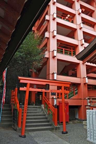 草戸稲荷神社 本殿へのぼる階段