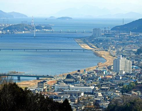 明王台展望台(配水池)から見た芦田川河口